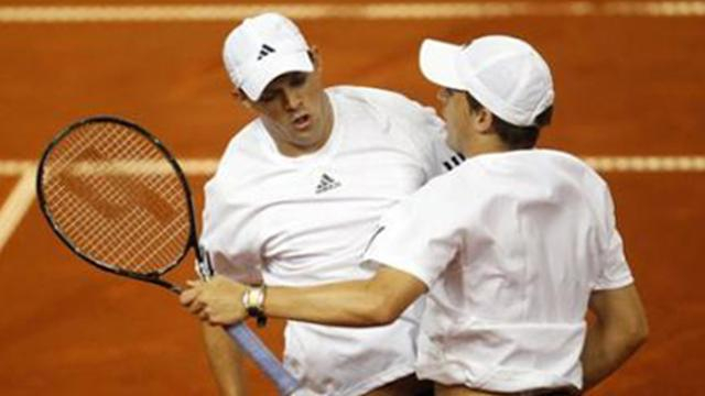Bryan brothers keep USA hopes alive  - Tennis - Davis Cup