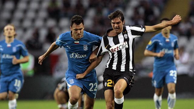 Juventus' Paolo De Ceglie (R) fights for the ball with Lech Poznan's Grzegorz Wojtkowiak during their Europa League Group A clash