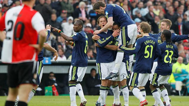 Round-up: Ajax go top - Football - World Football