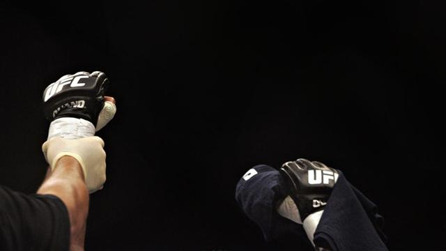 UFC 143: Condit beats Diaz - Mixed Martial Arts