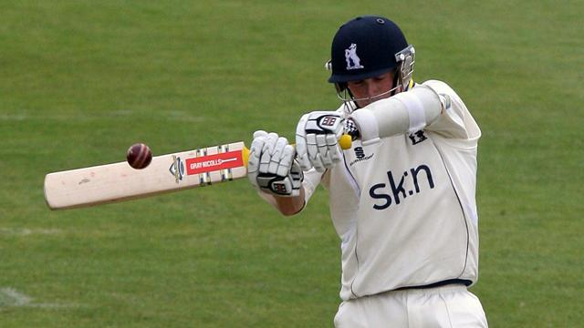Woakes heroics not enough - Cricket - County