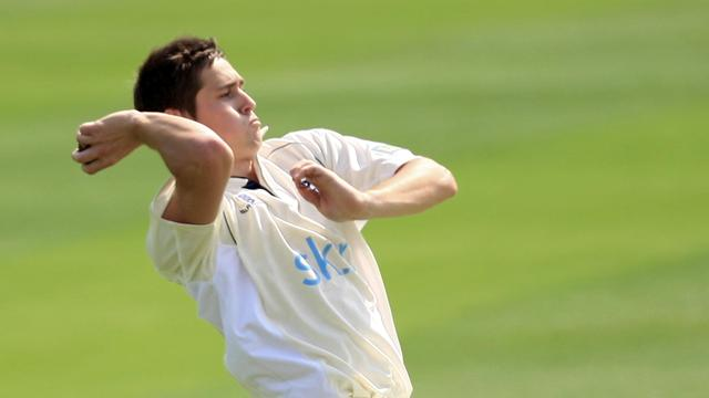 Woakes in for England as Dernbach suffers injury