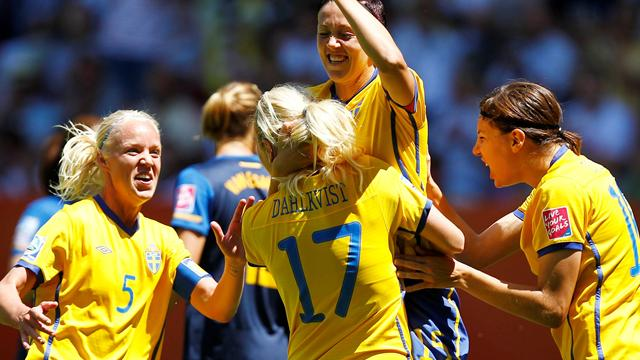 Sweden beat fragile Aussies