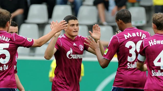 Schalke begin defence - Football - Bundesliga