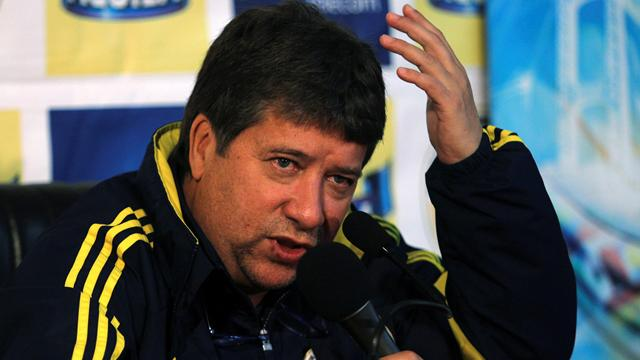Colombia boss punches lady - Football - Copa América