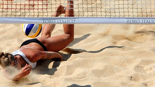 Bikini questions continue - Beach Volley