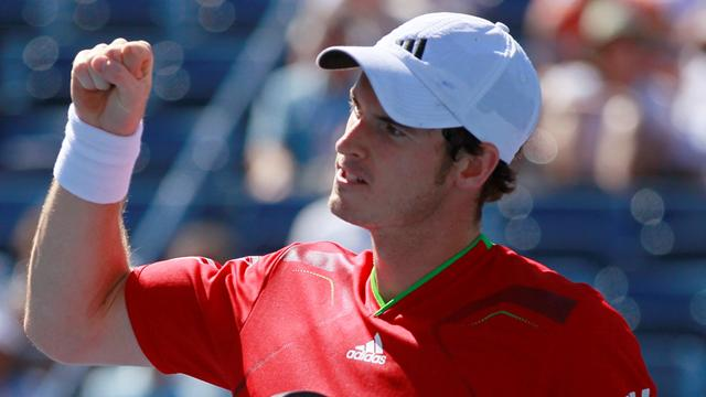Murray through to semis after Isner battle