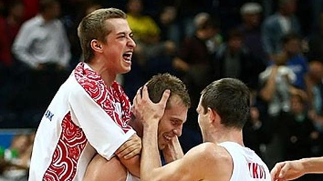 Monya keeps Russia top with last-gasp shot