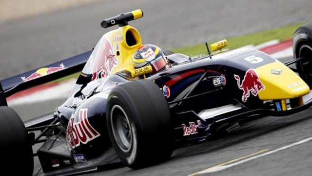 Vergne closes gap with win at Paul Ricard