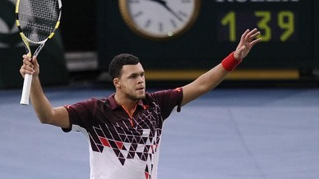 Tsonga sets up Federer final clash