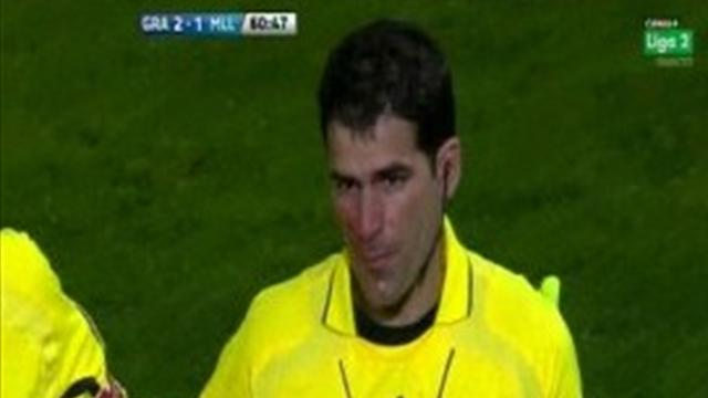 Linesman hit by missile - Football - La Liga
