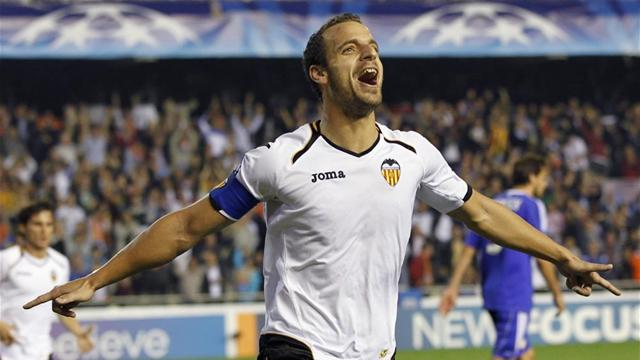 Soldado signs new Valencia deal