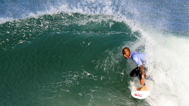 Slater storms to Fiji win - Surfing