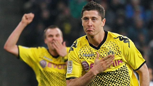 Dortmund stay on Bayern's heels