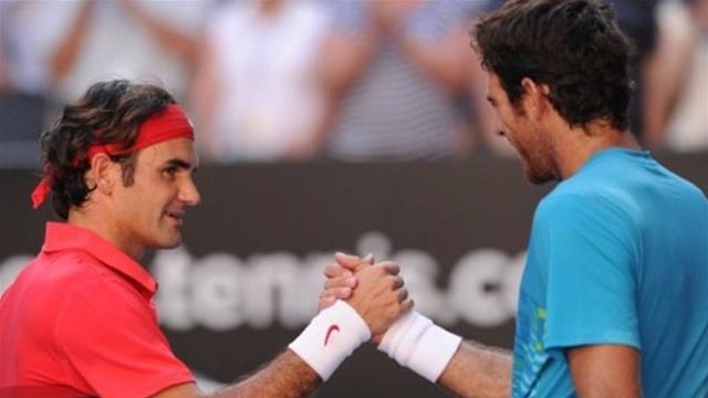 Federer eases past frustrated Del Potro