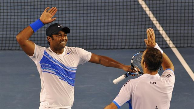 Stepanek and Paes stun Bryans to doubles title