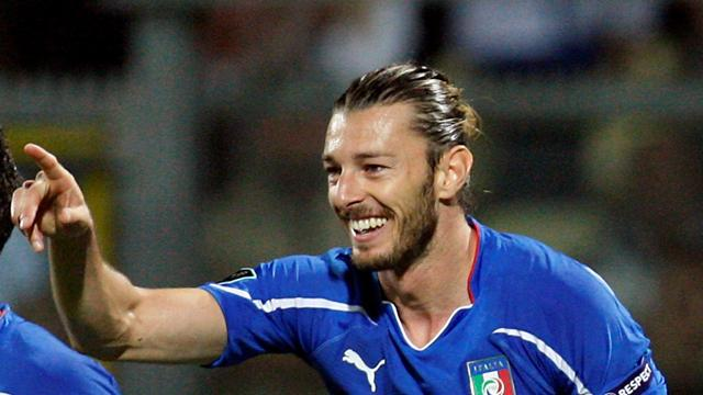 Italy full-backs expect rough ride from England