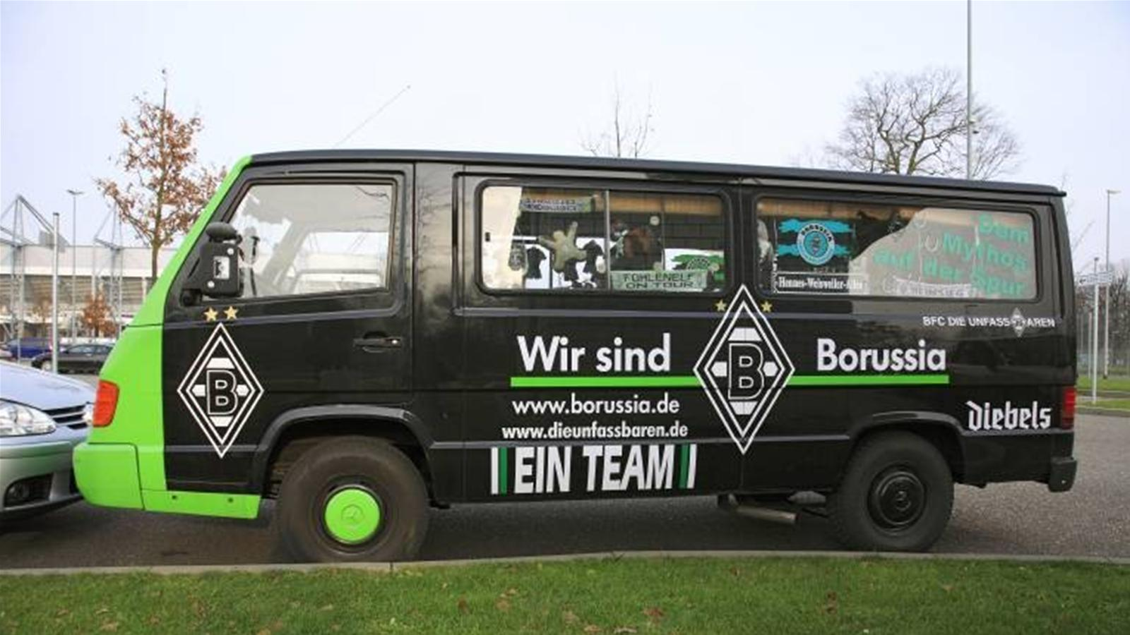 Hooligans attack fan bus - Bundesliga 2011-2012