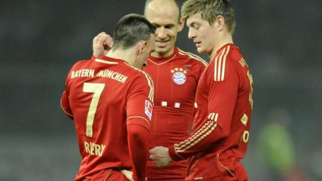 Ribery and Kroos play rock, paper, scissors
