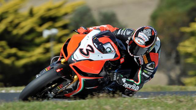 Biaggi wins, Sykes crashes - Superbikes