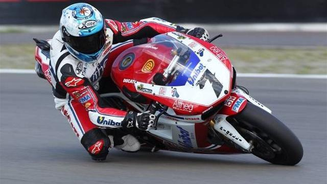 Checa posts quickest lap - Superbikes