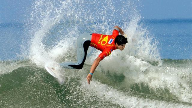 Medina continues assault - Surfing