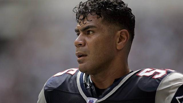 Report: Seau had disease from hits to head