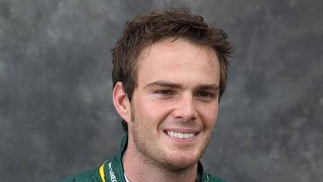 Van der Garde beats rain to take pole