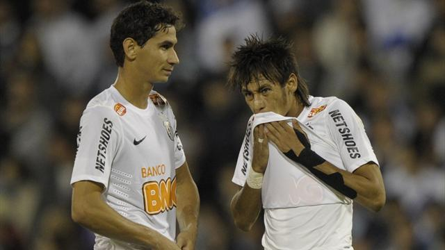 Neymar flies in to fire Santos to victory