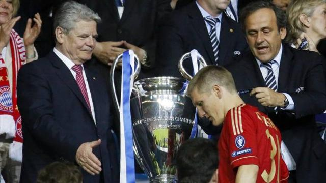 Schweinsteiger apologises - Football - Champions League