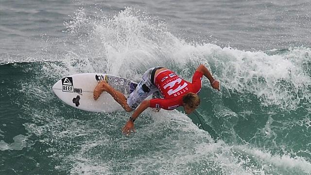 Aussies into third round - Surfing
