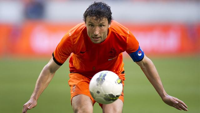 Dutch captain van Bommel retires