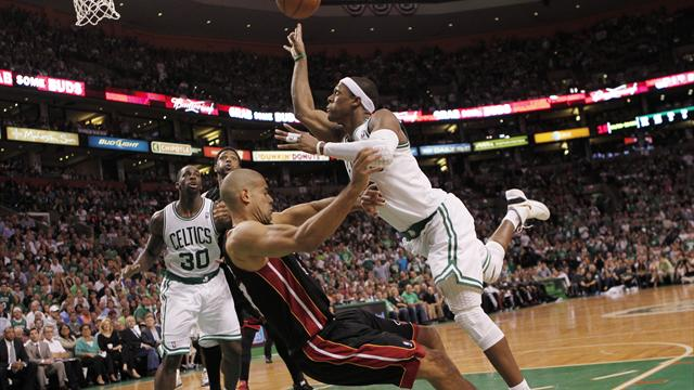 Celtics level series as Wade misses OT shot