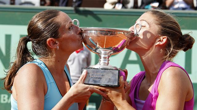 Errani warms up with doubles win