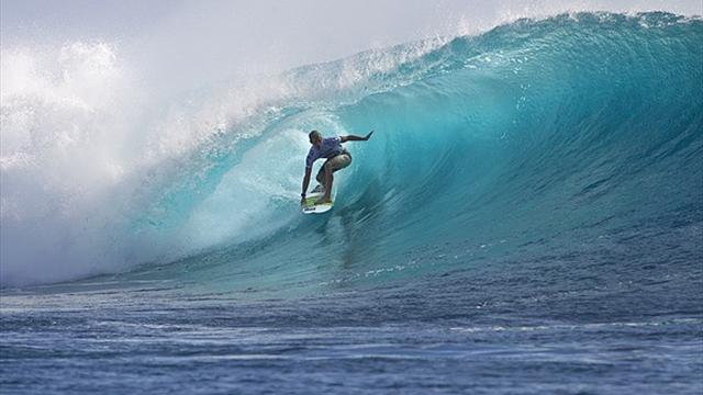 Florence shines in Fiji - Surfing