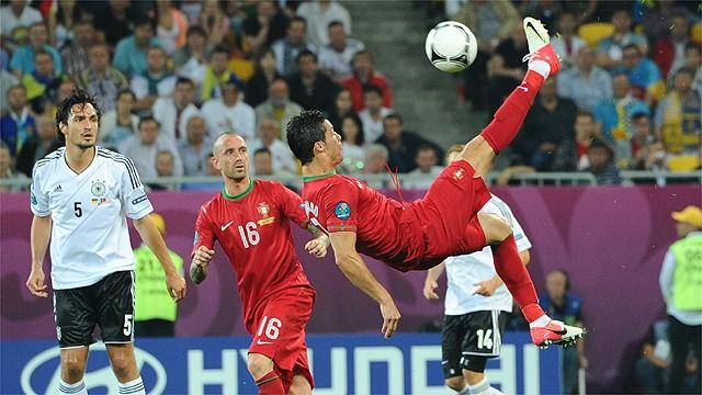 Gomez sinks Portugal - Football - Euro 2012