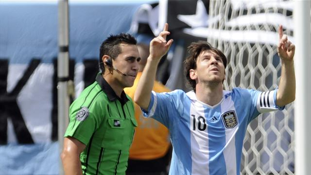 Messi treble sinks Brazil - Football - Liga