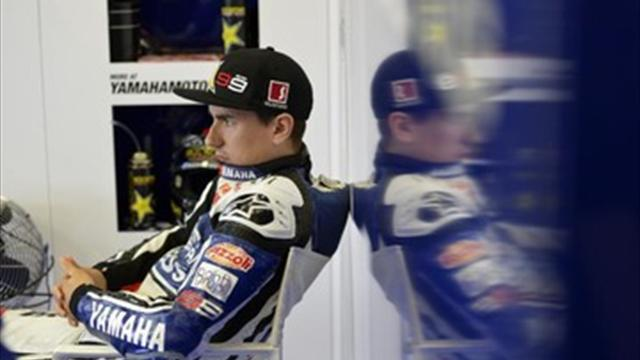 Lorenzo sticks with Yamaha - Motorcycling