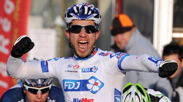 Bouhanni sprints to win - Cycling