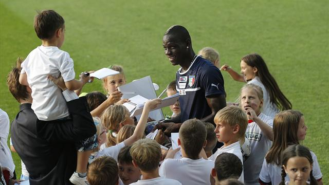 Hart backs Balotelli - Football - Euro 2012