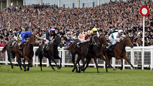 Black Caviar clings on for Ascot win