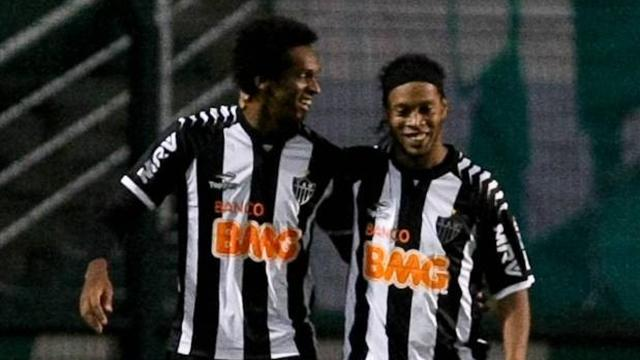 Ronaldinho shines as Mineiro stay top in Brazil