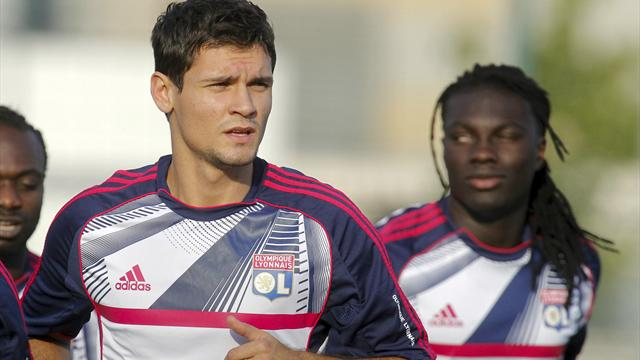 Lovren leaves Lyon camp for tests