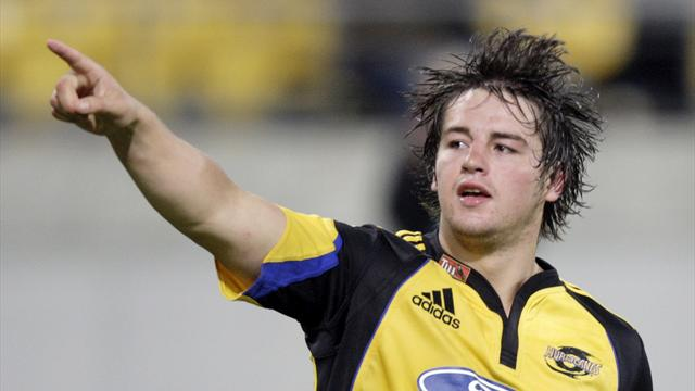 Late try gives Hurricanes dramatic Super Rugby win