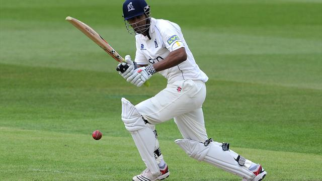 Warwickshire make steady start