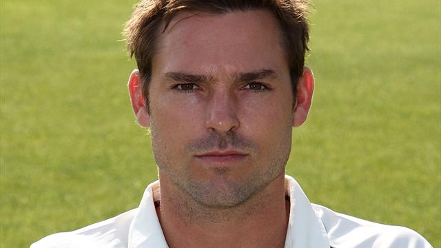 Notts build well, Warks impress