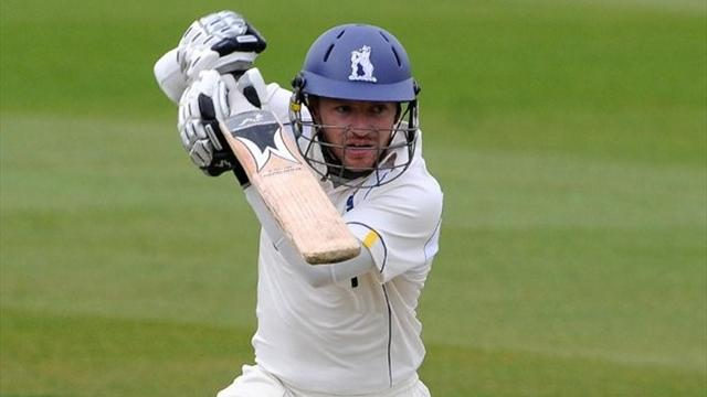 Duo revive Warwickshire - Cricket - County