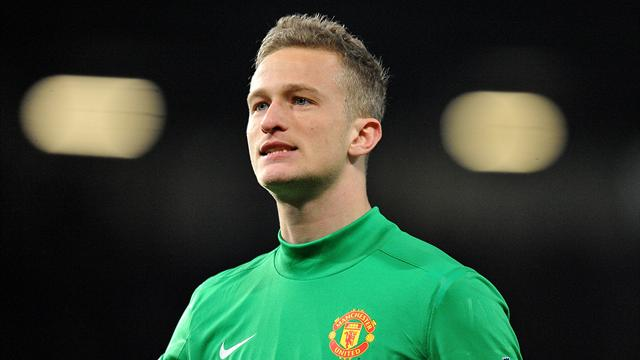 Lindegaard signs new United deal