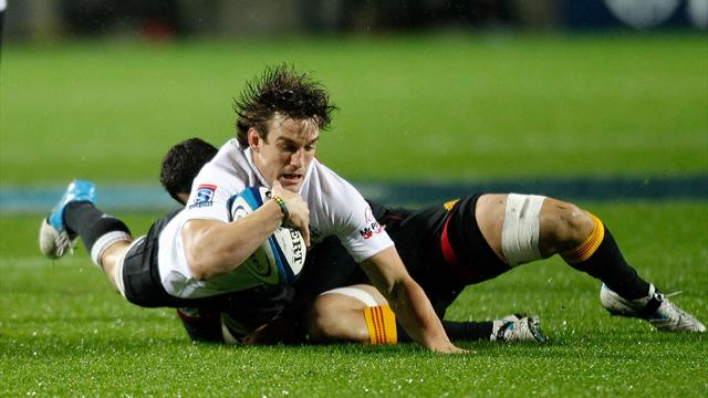 Chiefs demolish Sharks to win Super Rugby title
