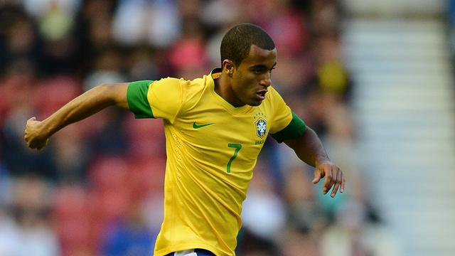 Lucas Moura rejects United to join PSG